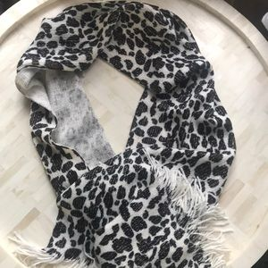 Nwt Ivy London NYC Shimmer Leopard Scarf